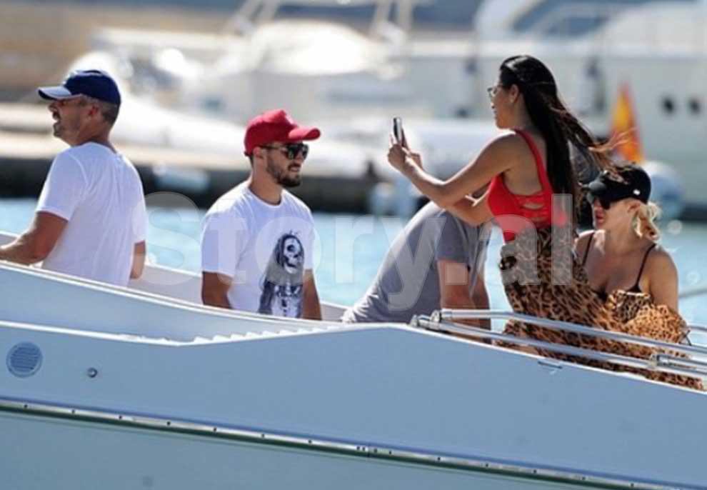 """Oni Hysenbelliu në Ibiza me Nicole Scherzinger, """"Daily Mail"""" publikon fotot brenda jahtit luksoz"""