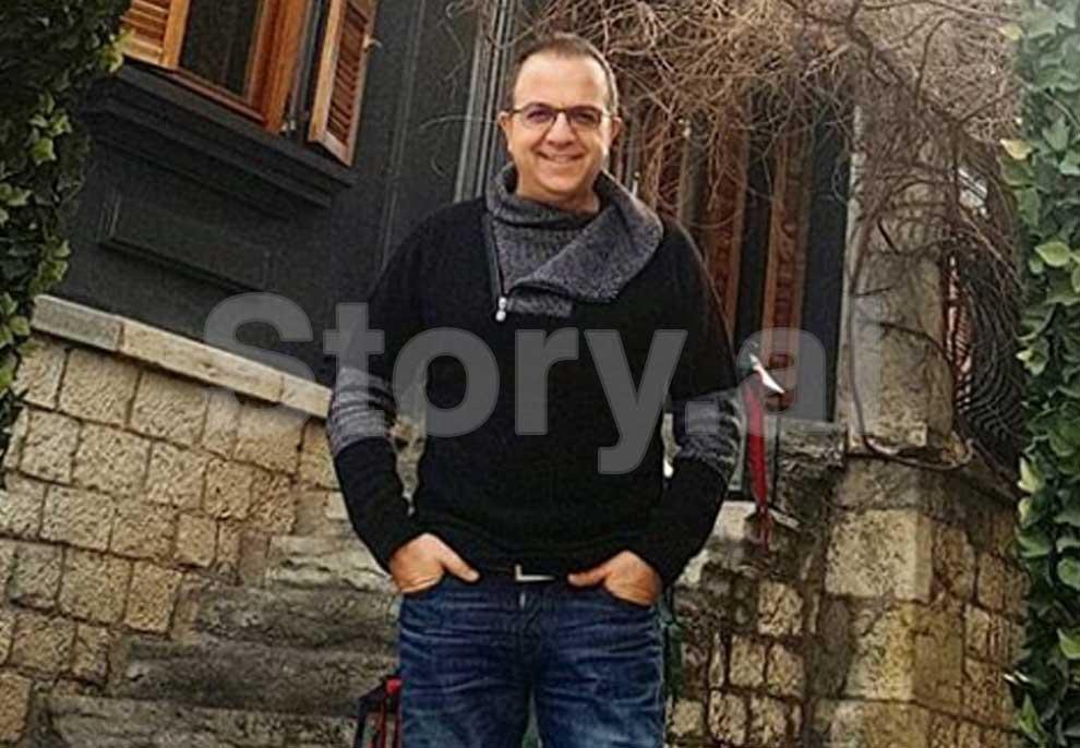Ardit Gjebrea me xhinse dhe pulovër, braktis Tiranën për Voskopojën