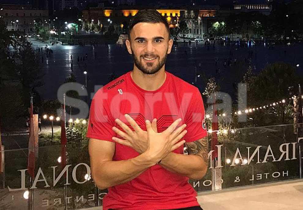 Fejohet Armando Sadiku, futbollisti i Kombëtares zyrtarizon lidhjen me të dashurën që njohu në Facebook