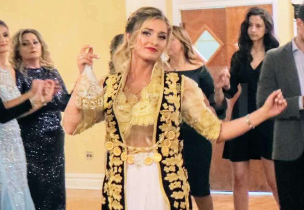 Martohet asistentja e Martha Stewart, festa e beqarisë me kostume popullore në New York