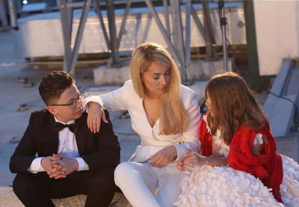 """Denis Bonjaku rrëmben kupën e """"The Voice Kids""""/ Betejat që fitoi talenti i Miriam Canit"""