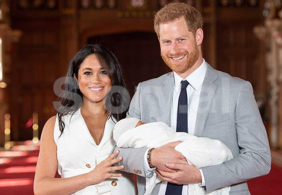 Publikohen fotot e para të foshnjës mbretërore, Princ Harry zbulon se kujt i ka ngjarë