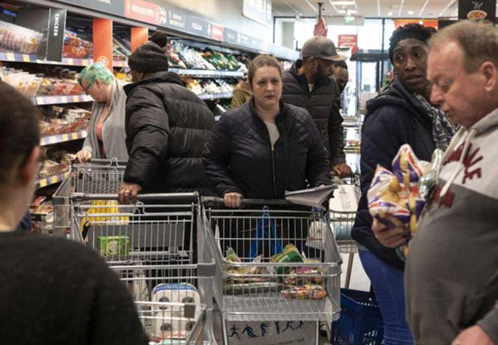 """""""Rreziqet që vijnë nga blerjet në supermarkete?""""- Ekspertët tregojnë këshillat e nevojshme: Si të shmangim infektimin nga ushqimet dhe porositë online"""