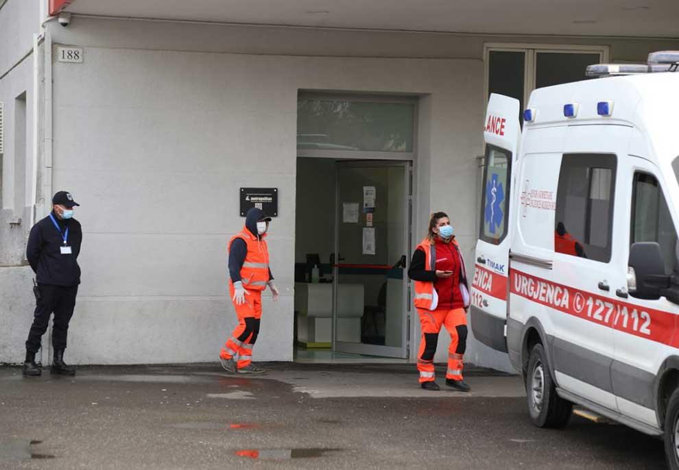 Infektohet infermierja tek spitali i Traumës, e kishte vjehrrin të prekur me koronavirus