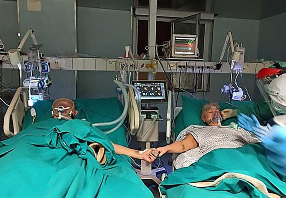 Çifti i të moshuarve me COVID-19 festojnë 50 vjetorin e martesës me duart shtrënguar në njësinë e kujdesit intensiv