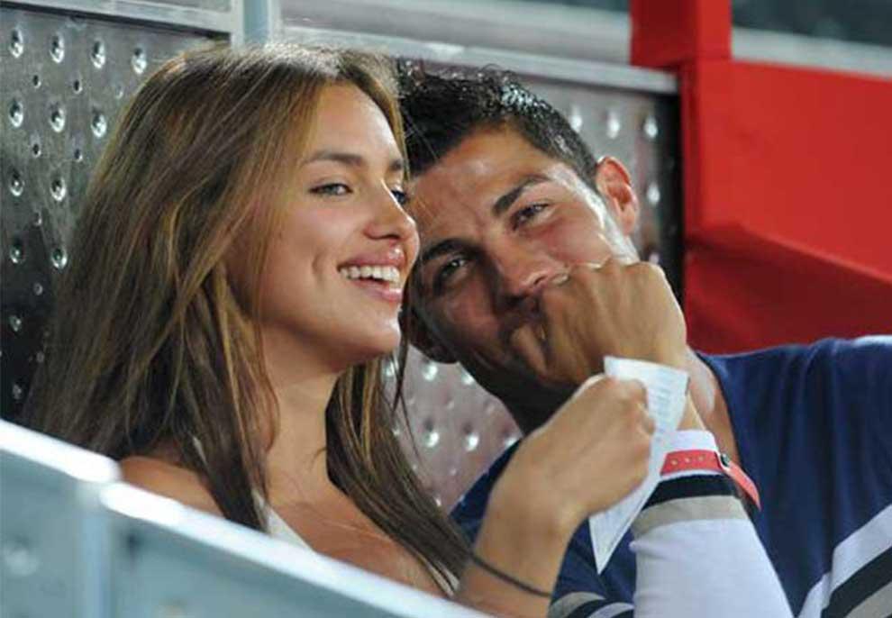 FOTO/ Dikur ish e dashura e Kristiano Ronaldos, sot del me sulmuesin e ekipit rival për titull