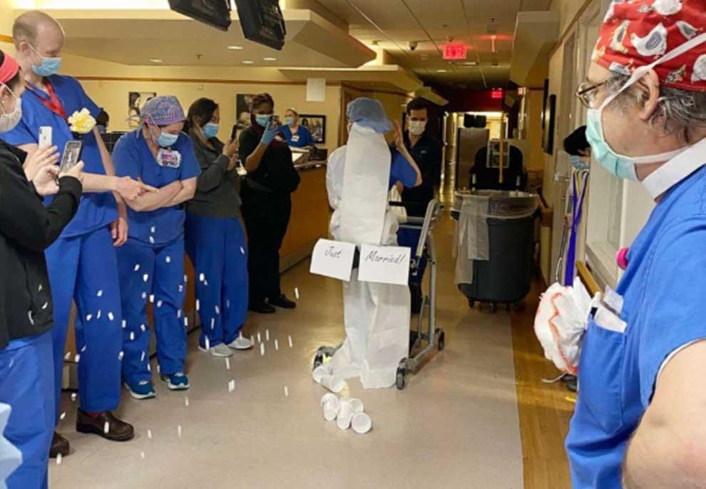 Dita e dasmës i gjen duke luftuar koronavirusin, çifti i mjekëve martohen në një ceremoni të veçantë në ambientet e spitalit
