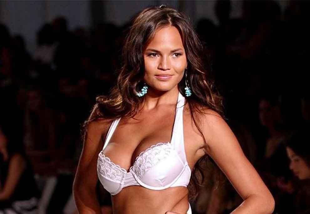 U lodh nga gjoksi i madh, modelja publikon foton topless dhe zbulon vendimin e rëndësishëm për zvogëlimin e tij