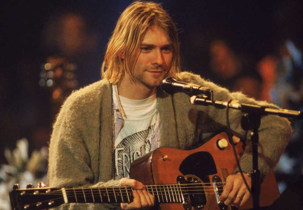 Vrau veten në vitin 1994, kitara e yllit të grupit të rrokut Kurt Cobain nxirret në ankand për 1 milionë dollarë