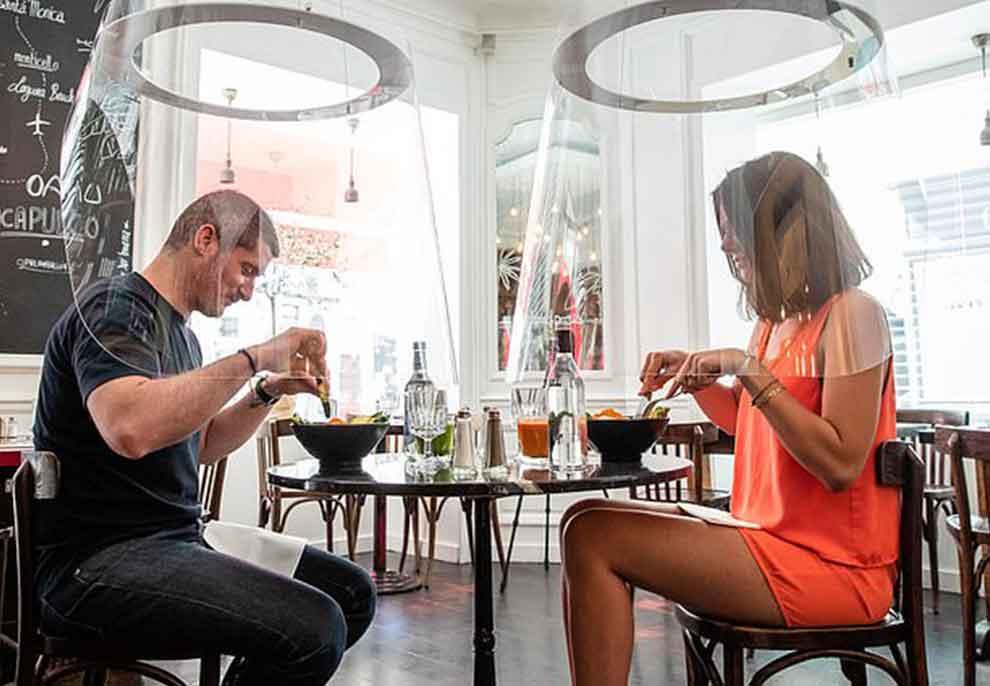 """FOTO/ """"Distancim"""" social por shumë afër, ideja gjenial e dizenjuesit për restorantet e ushqimit të shpejtë"""