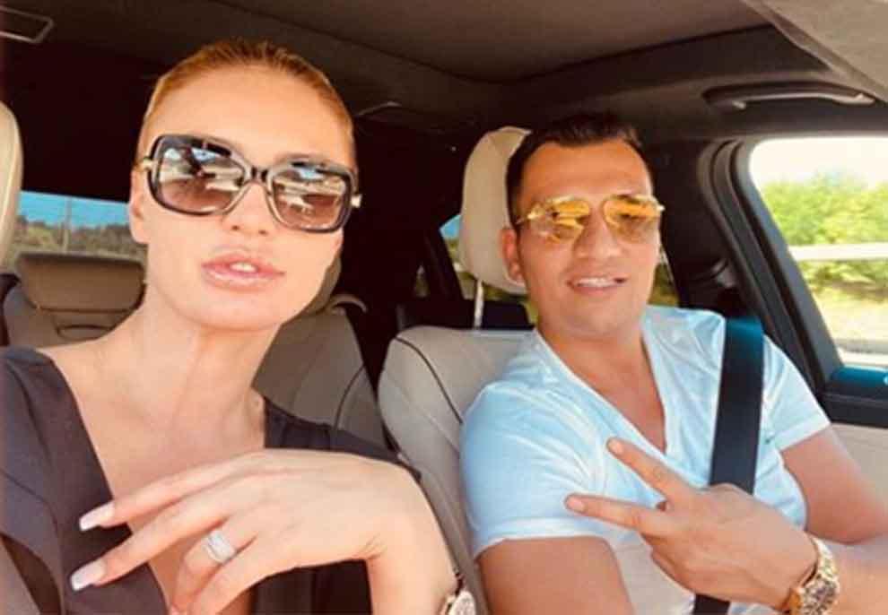 """""""Të dua shumë"""", Me këmbët sipër prehërit të biznesmenit turk, Genta Ismajli publikon foton e """"nxehtë"""" brenda makinës"""