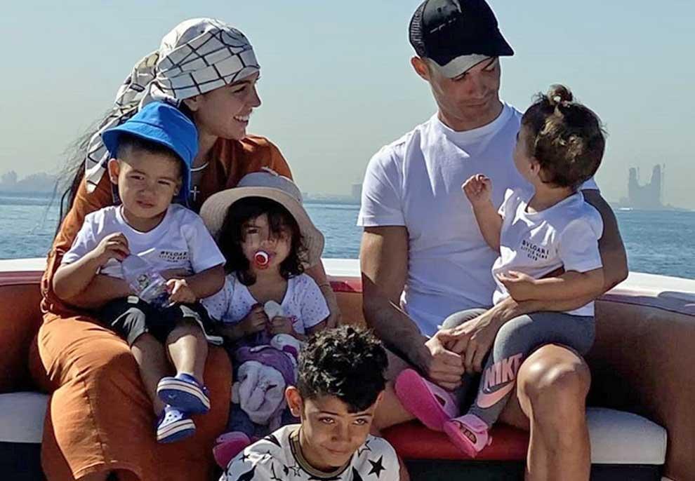 VIDEO/ Kristiano Ronaldo i hipën sipër Xheorxhinës, por shikoni si e sulmojnë fëmijët