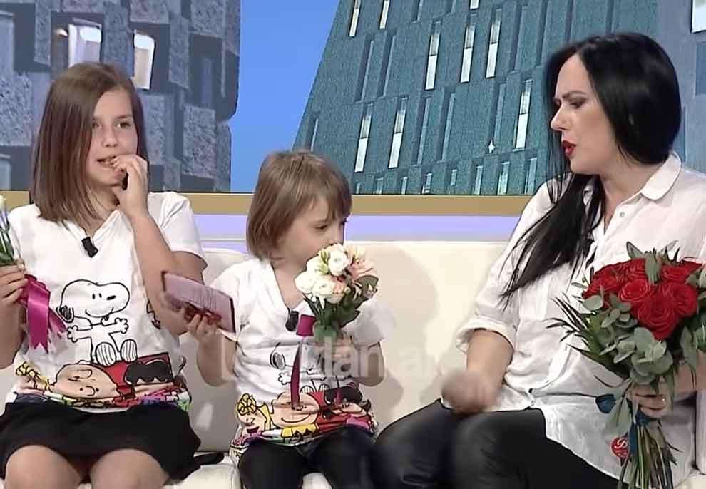 Gazetarja Gerta Heta shpërthen në lot në mes të emisionit, surprizohet nga bashkëshorti i saj: O zot, shife ça na ka shkruajtur…