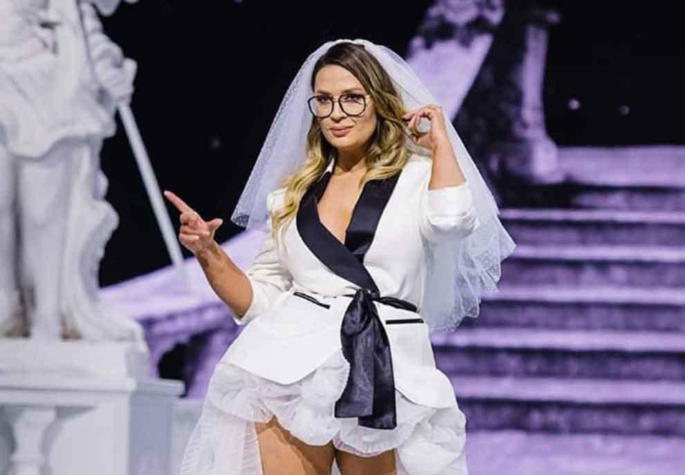 Rozana Radi vishet për herë të parë me fustan nusërie, ka një KËRKESË për vajzat e rrjeteve sociale: Gocat e Instagramit mos u mërzisni, na lini pak sot ta marrim vëmendjen