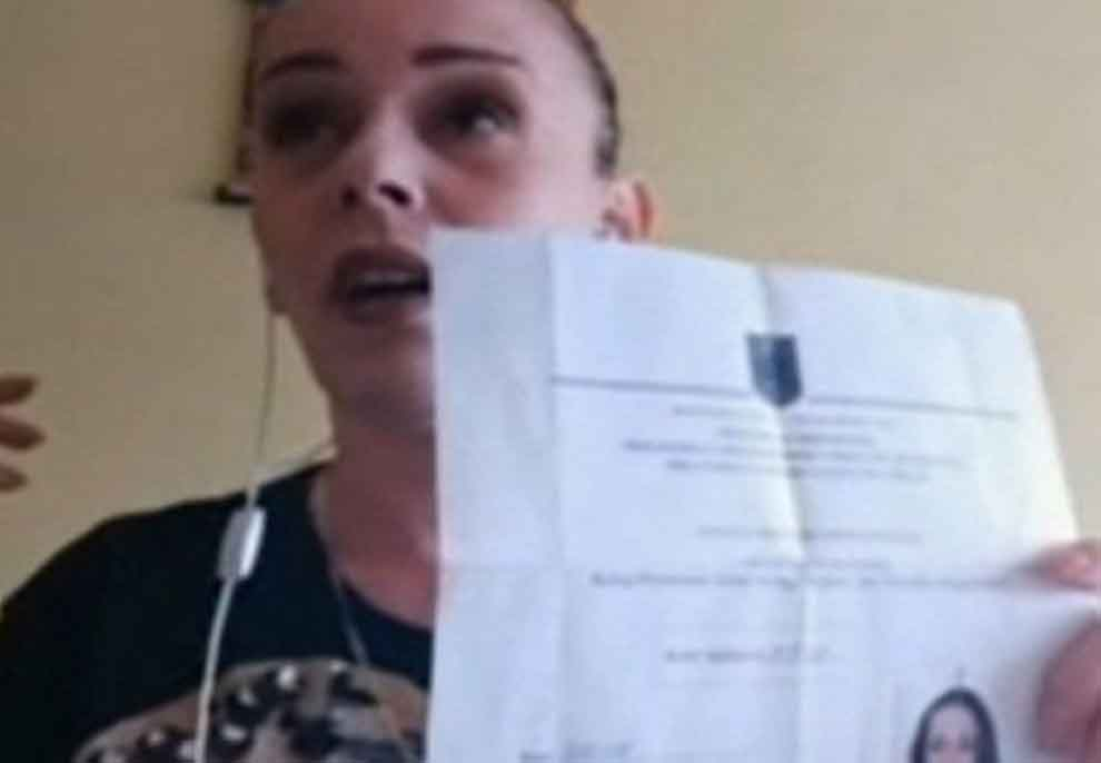 Ardi Veliu i nxorri publikisht videon e pistoletës, flet nëna e 15-vjeçarit të dhunuar: Isha në xhirime, do të shkoj që tani në Prokurori (Tregon dokumentin)