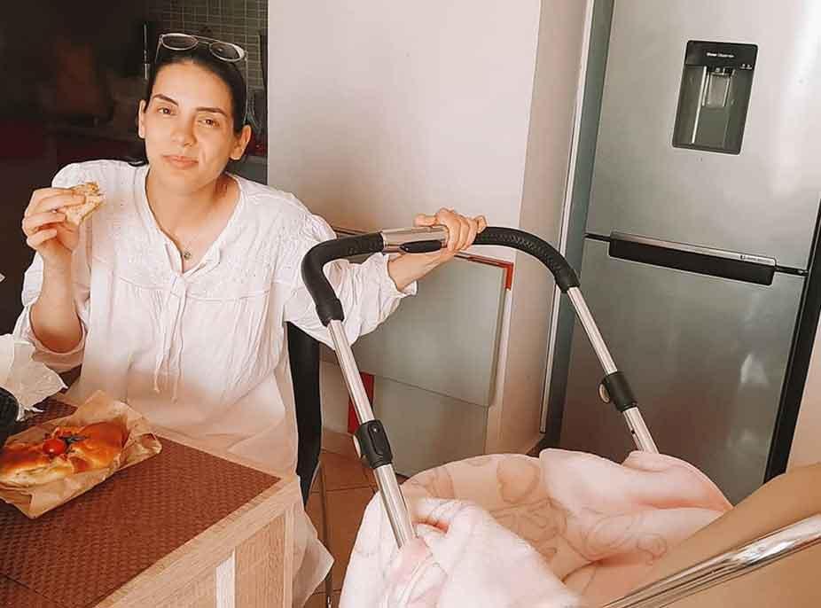 """Alba Çobaj tregon jetën e një nëne të re, pa filtra: """"Tani harroj të ha dhe më mbushen sytë me lot gjatë gjithë ditës"""""""