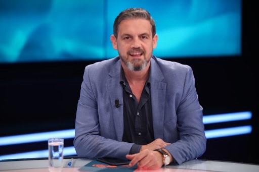 """Alban Dudushi largohet nga """"Top Channel""""? Moderatori zhduket nga ekrani pas pandemisë"""