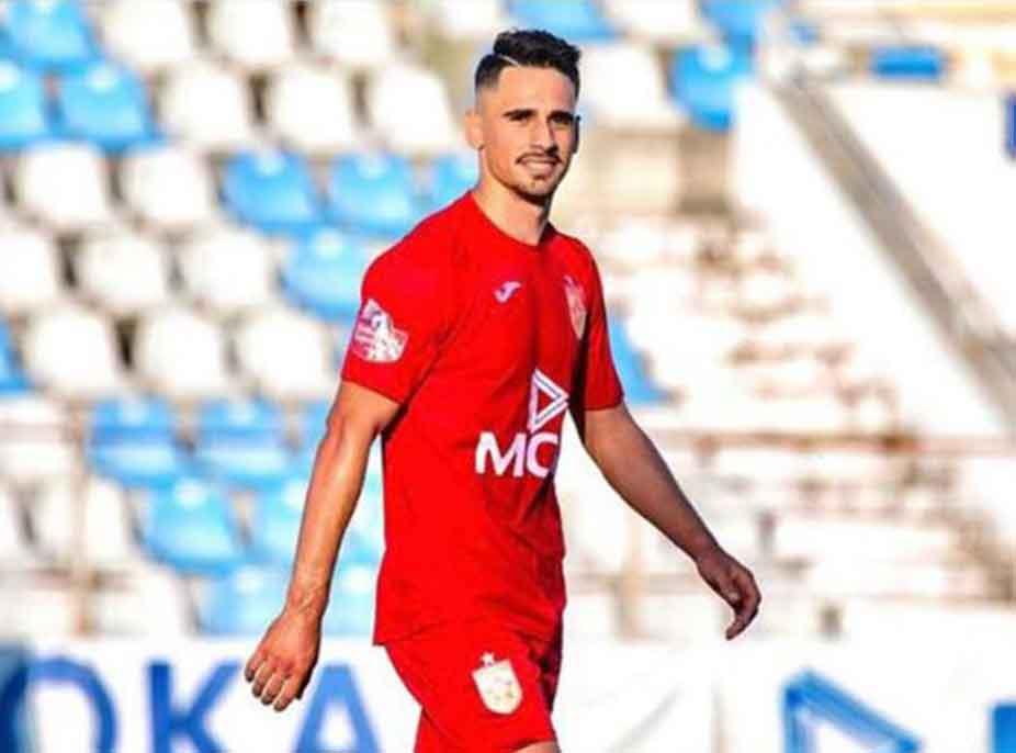 """FOTOLAJM/ Talenti i Partizanit """"thumbon"""" rivalin e Tiranës: Mendjen, se po të ik kampionati"""