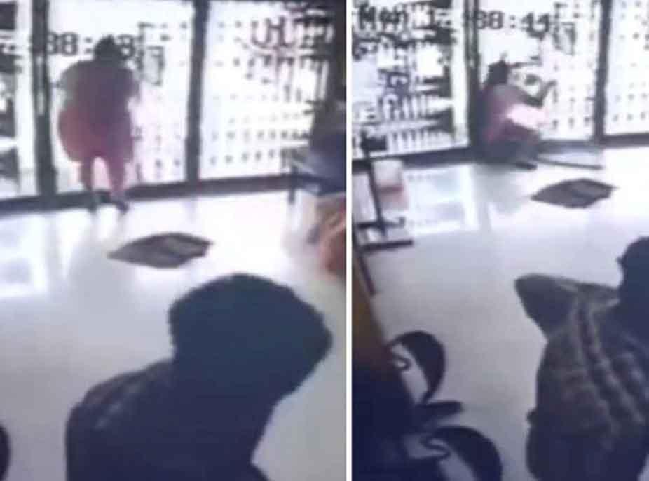 E rëndë/ Nuk e pa që ishte mbyllur, gruaja humb jetën pasi përplaset me derën e xhamit (VIDEO)