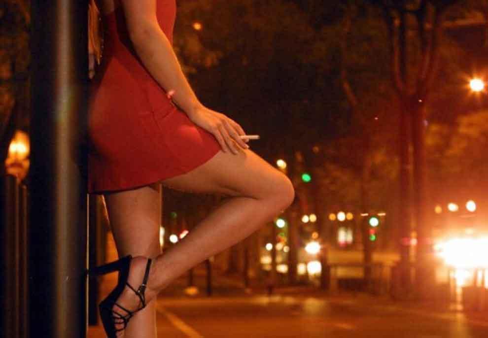 """""""O pjeshkë pse s'e hap telefonin, po vij të të fus…"""", përgjimet e prostitutave, klienti i kërkon shoqe për 4 djem, ajo ia kthen 'i mbaj unë të gjithë'"""