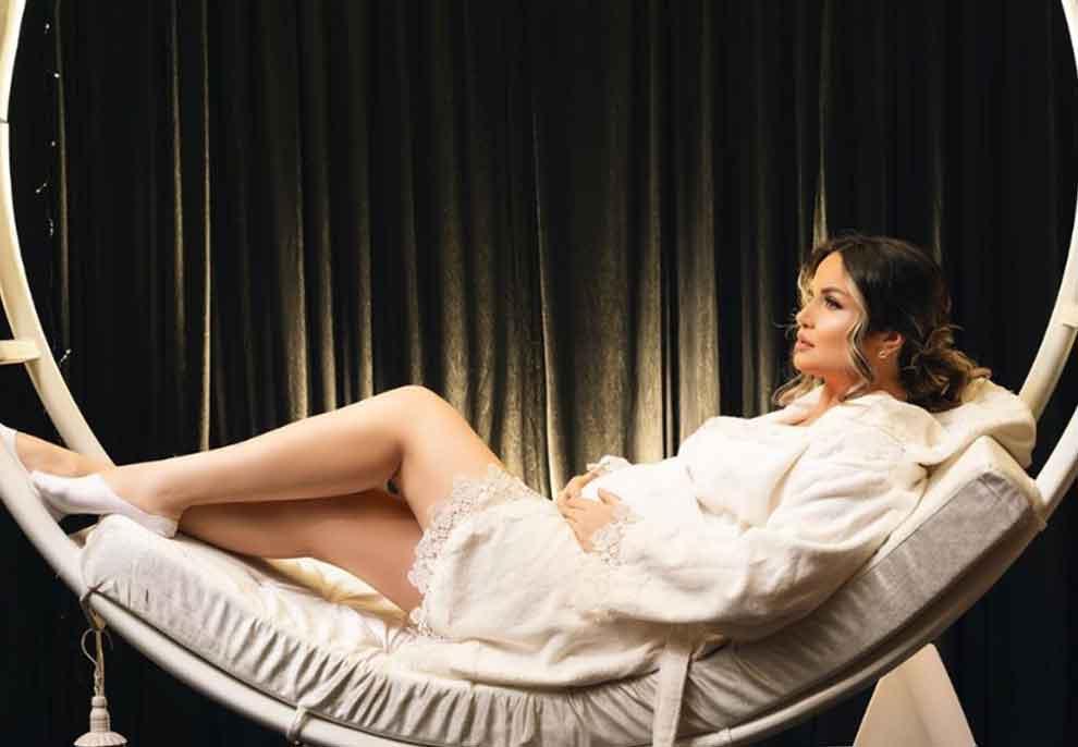 Këngëtarja shqiptare bëhet nënë për herë të dytë, zbulohet gjinia e bebit