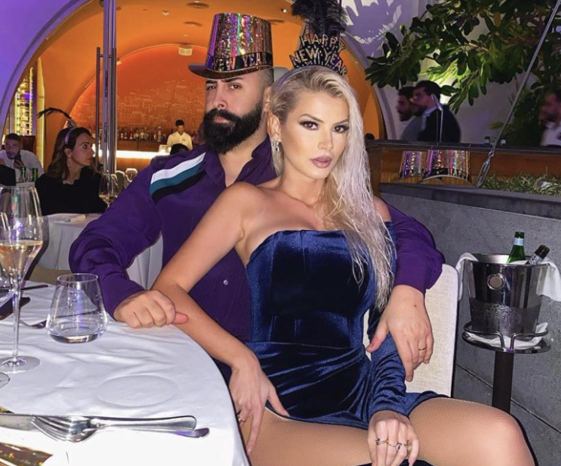 """Fotot/ 38-vjetori intim i Getoar Selimit, surpriza e Marinës dëshmoi se çifti është ende në """"muaj mjalti"""""""