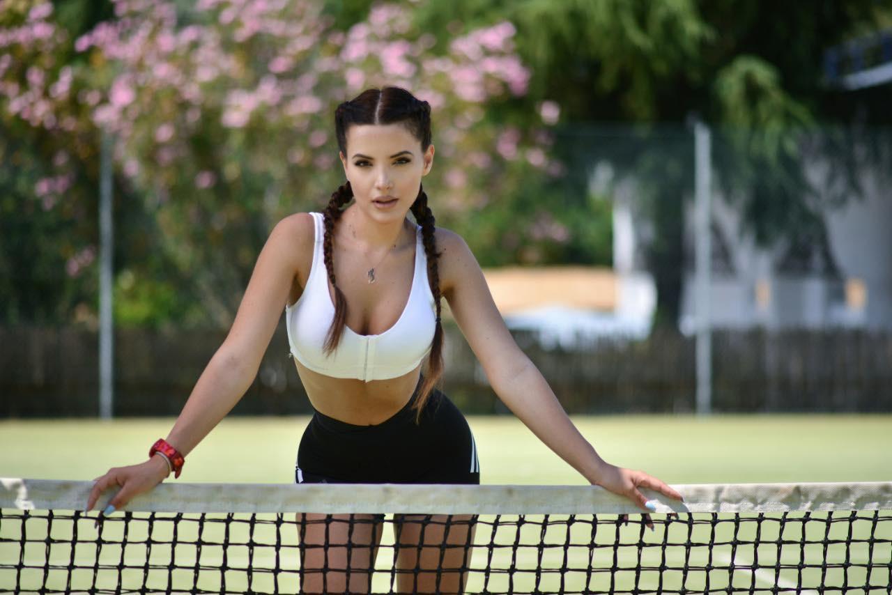 Joana Grabolli, kush është studentja e stomatologjisë që synon të sfidojë moderatoret e sportit