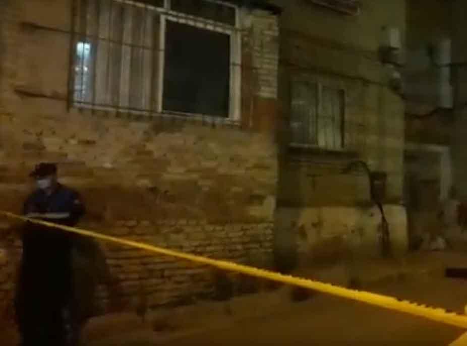 Horrori në Tiranë/ Mjekët ligjorë zbulojnë se vajza kishte vdekur para 1 viti, e motra që u gjet në gjendje të rëndë sot është…