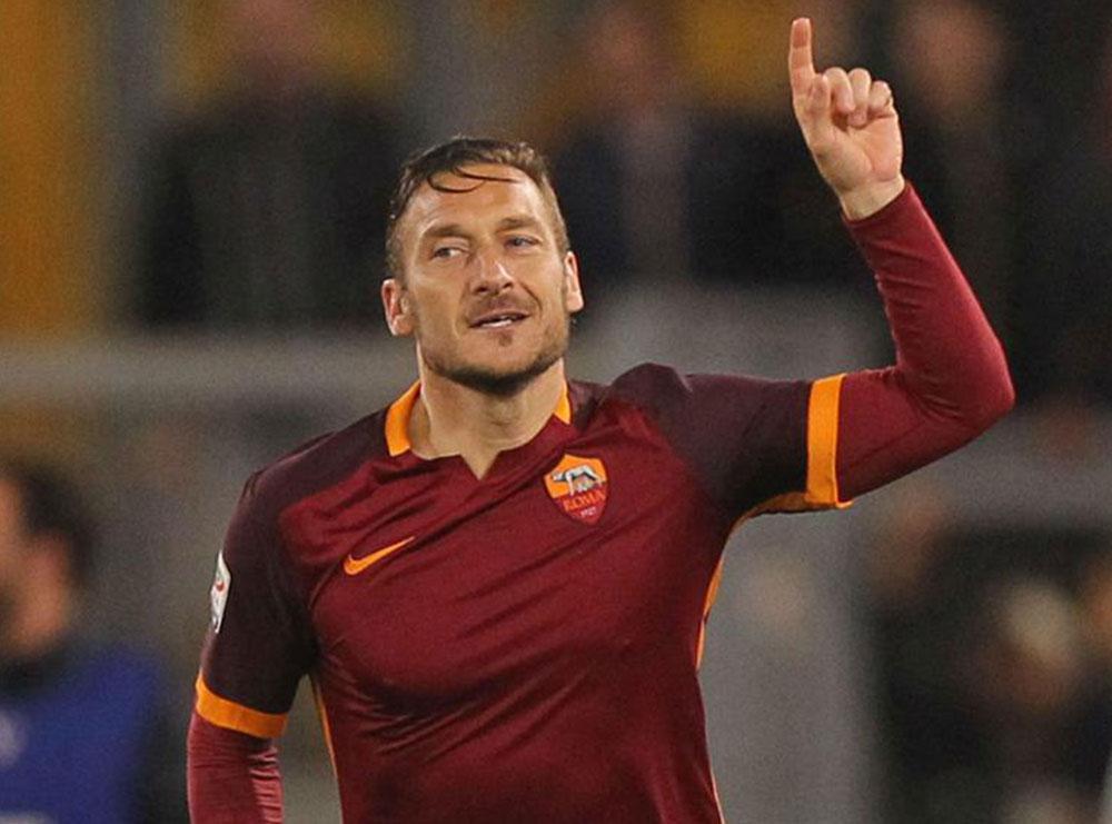 """Francesco Totti """"tërbon"""" serbët, pëlqen postimin e Dua Lipës për Shqipërinë etnike"""
