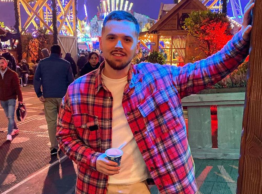 """""""Ju kërkoj falje të gjithëve!"""" Këngëtarit shqiptar i anulohet mbrëmja live në Durrës për shkak të pandemisë"""