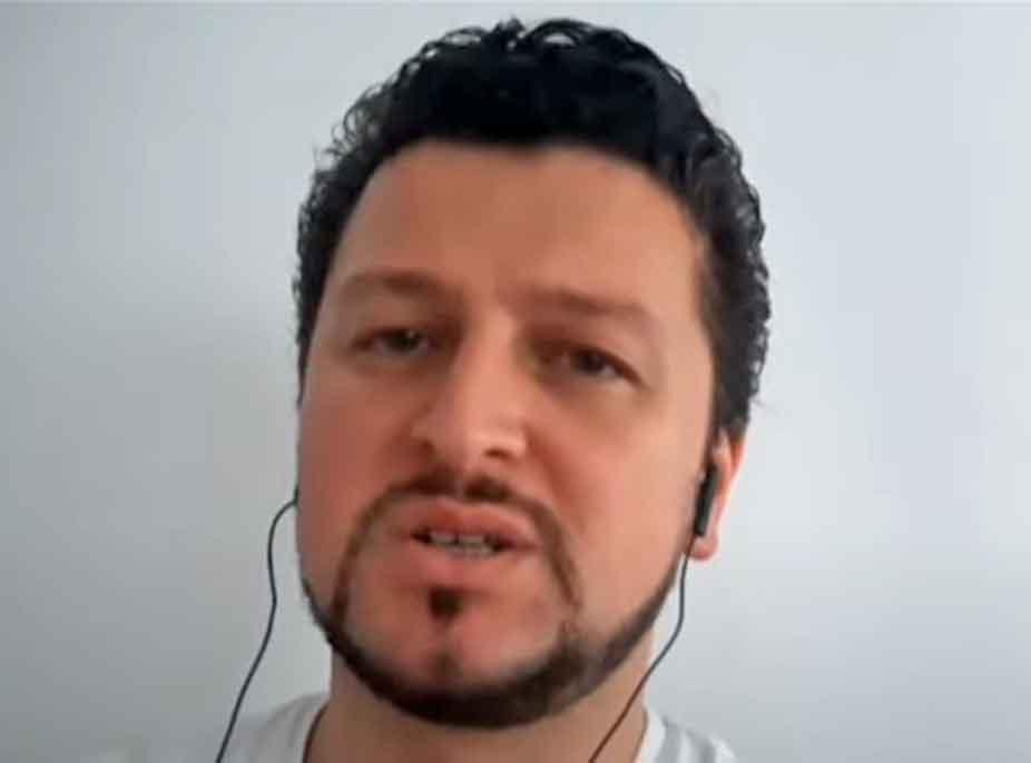 """""""Aromat dhe shijet nuk i ndiej""""- Këngëtari i njohur shqiptar infektohet me COVID-19: Edhe bashkëshortja ka të njëjtat simptoma, shpresojmë që …"""