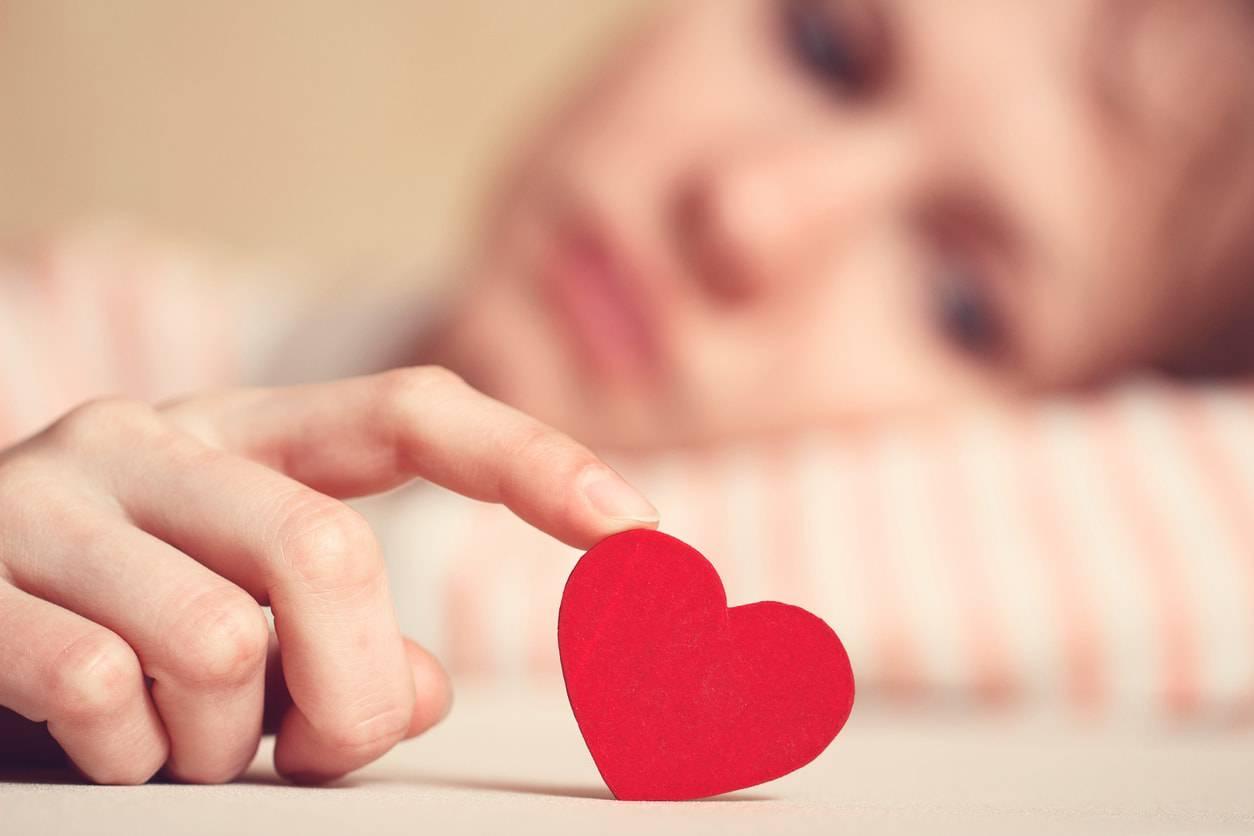 7 shenjat që ju ndihmojnë të kuptoni se e doni dikë