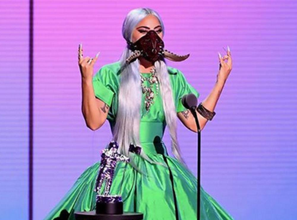 """""""Çdo ditë mendoja si të vrisja veten""""/ Lady Gaga trondit me rrëfimin: Ndihesha e rraskapitur dhe e konsumuar, familja më ka ruajtur 2 vite nëse…"""
