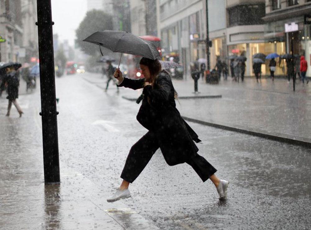 10 ide për t'i shpëtuar shiut kur s'ke çadër