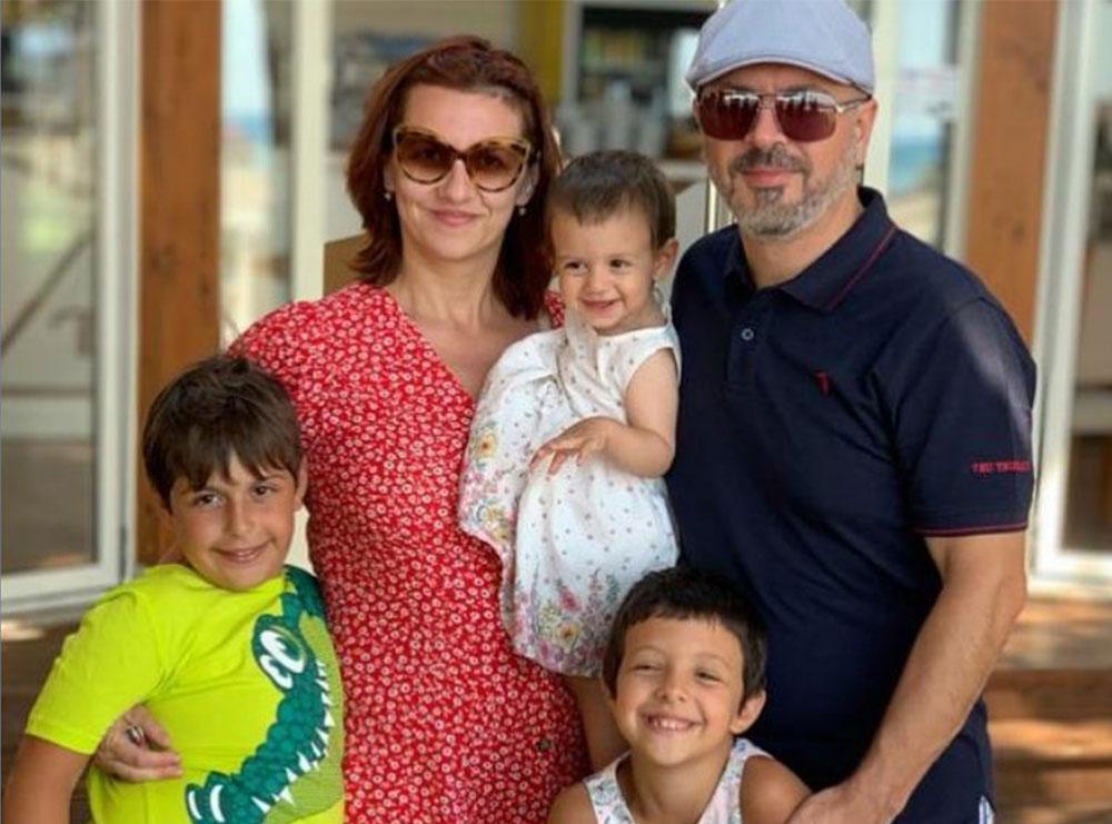 """""""Mami e mbajti 9 muaj në bark ndërsa unë më në fund …""""- Sidrit Bejleri nis rrugëtimin me vogëlushen në krah, ndan fotot e ëmbla"""
