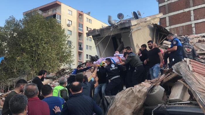 Tërmeti i fuqishëm në Turqi, lëkundjet u ndien deri në Athinë. Konfirmohen 4 viktima dhe 120 të plagosur (SHIKONI PAMJET)