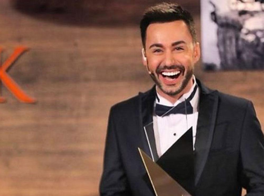 Duke pushuar në studiot e 'Top Channel', Renato Mekolli tregon se çfarë ndodh për të realizuar 1 orë emision