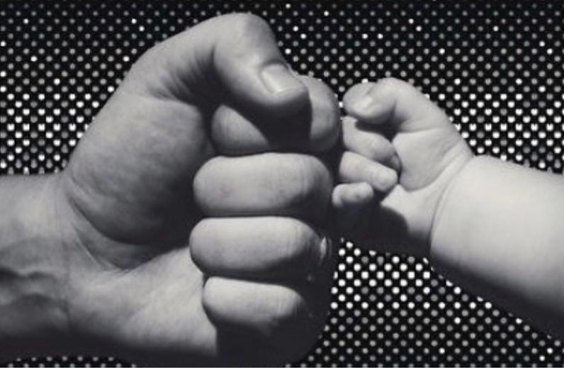 Gold Ag, reperi kosovar bëhet baba në ditën e shënuar dhe emri nuk mund të ishte më i veçantë