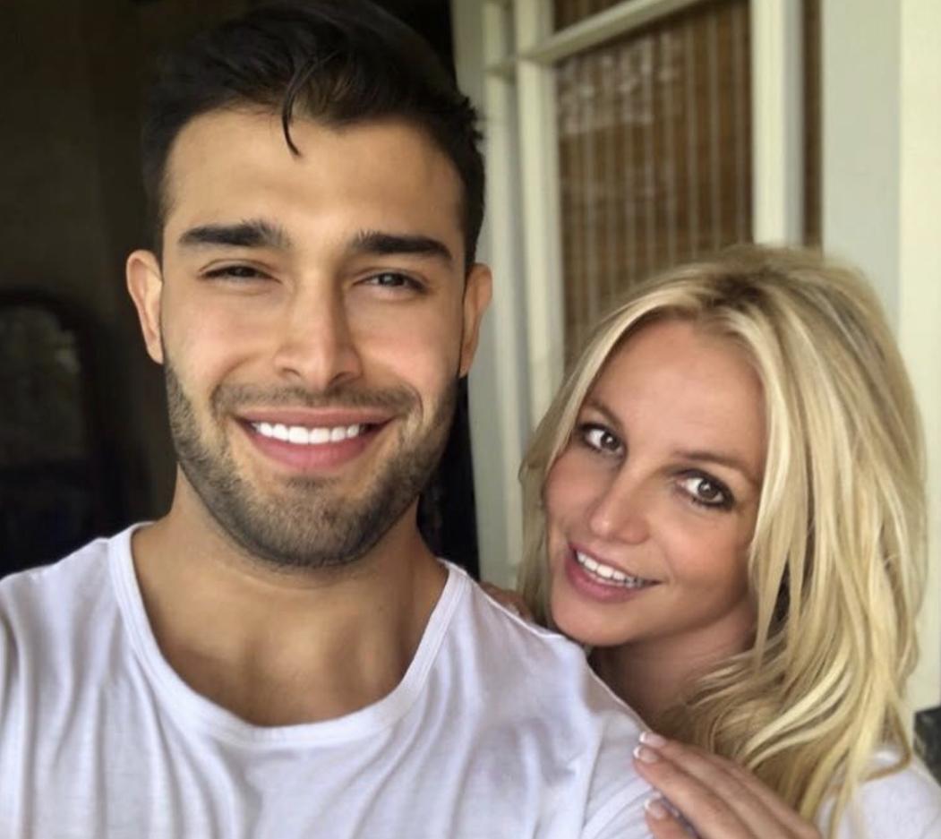 Ne po i qanim hallin, por Britney po feston ditëlindjen më herët: Plazh tropikal me të dashurin