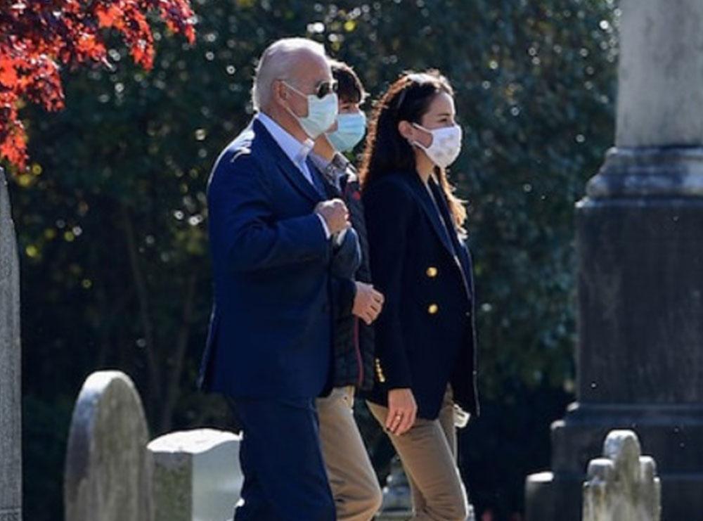 Një ditë pas fitores, Joe Biden shkon te varri i djalit
