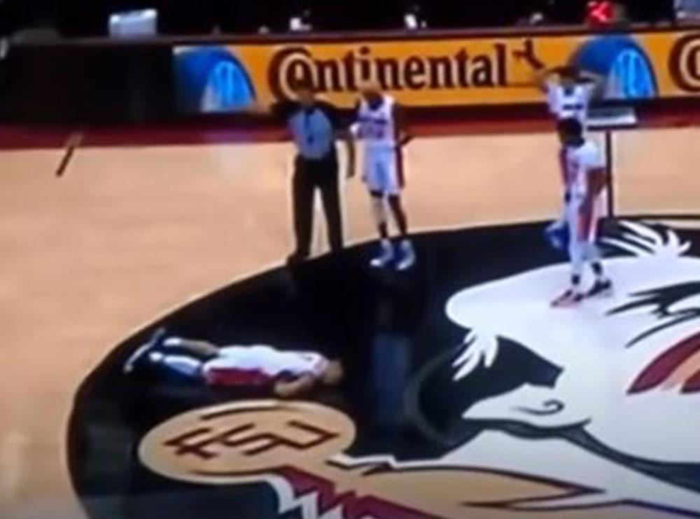 VIDEO/ E tmerrshme! Basketbollisti bie në parket, ndodhet në gjendje kritike