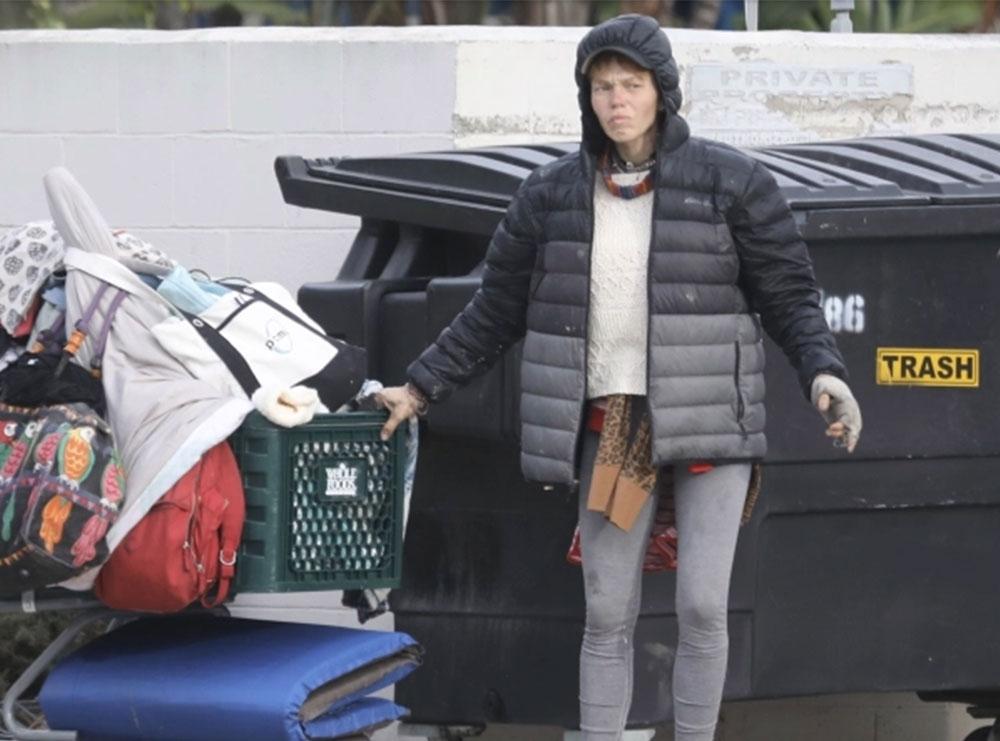 Dikur në kopertinat e revistave, sot si mos më keq! Ish-modelja fotografohet duke mbledhur mbeturina në kazanet e plehrave