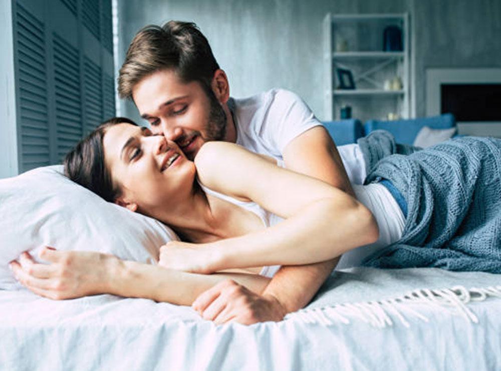 5 gjëra që nëse femra i kryen në intimitet, mashkulli do ulet në gjunjë
