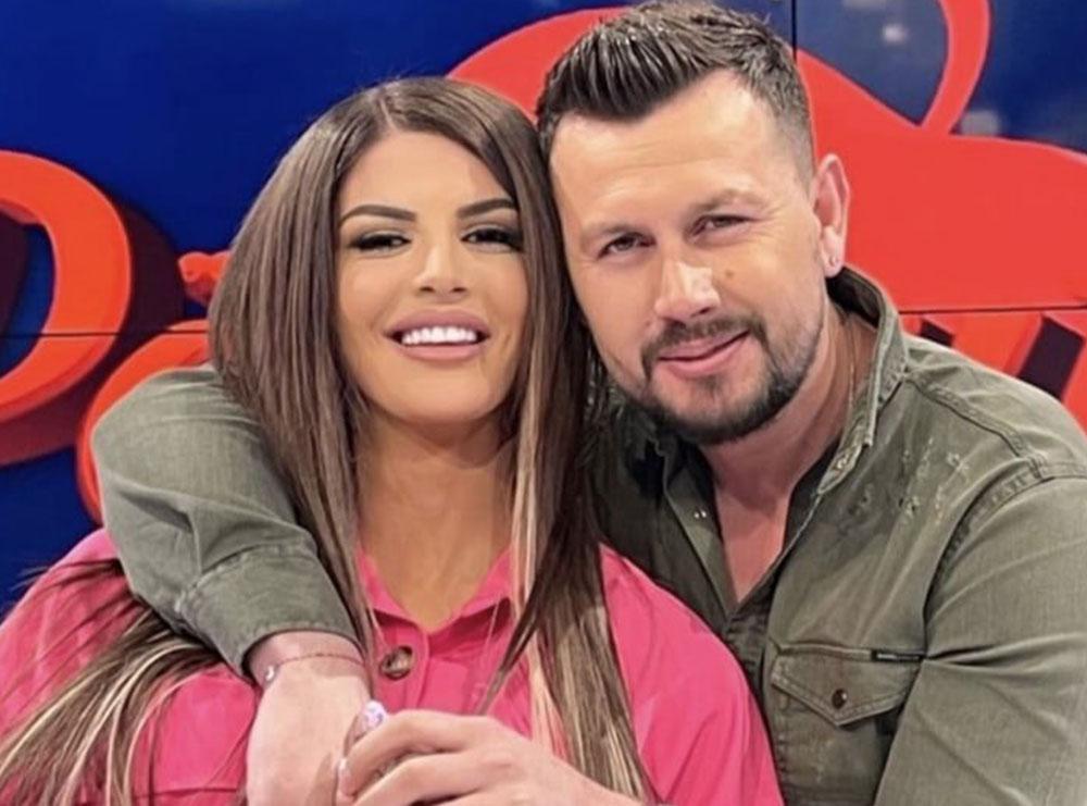 Ledjana dhe Mevlani dedikime njëri-tjetrit në makinë, publikojnë videon