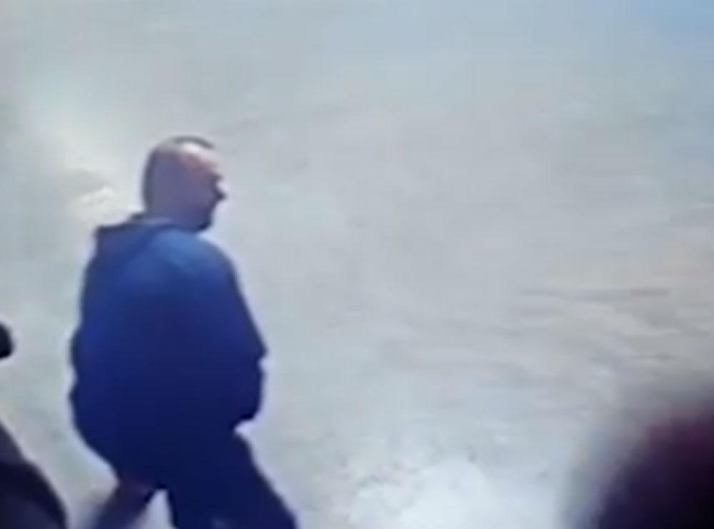 Del VIDEO/ Momenti kur Arjan Sala hyri me vrap në magazinën në flakë