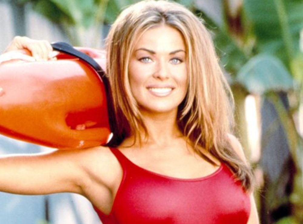 "Si 25 vjeç tek ""Baywatch"", si sot 49, Carmen Electra mbetet seksi"