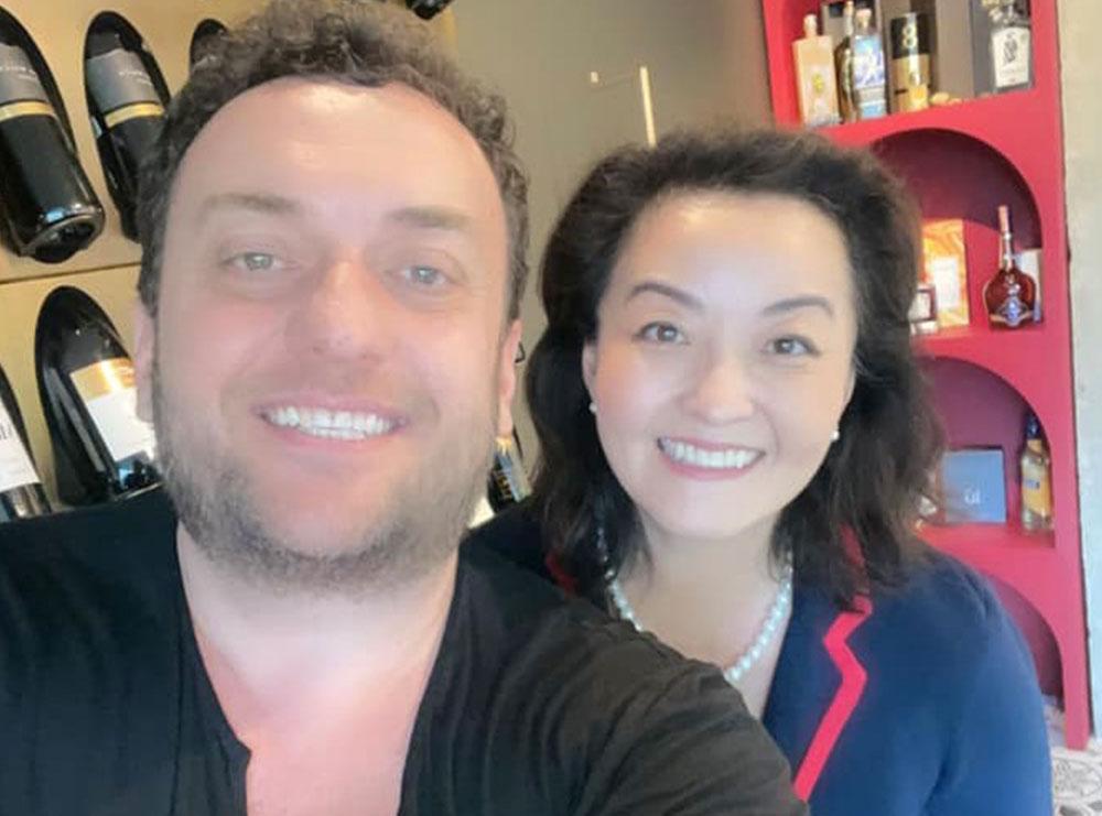 Olti Curri dhe Ambasadorja Amerikane Yuri Kim, foto dhe batuta në Instagram