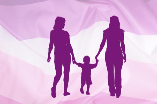 Një familje me dy nëna në Shqipëri, lexoni intervistën ekskluzive me çiftin e lesbikeve