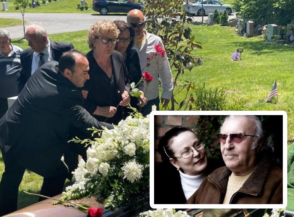 """Dashuria nuk vdes kurrë! Me trëndafil në dorë, MOMENTI kur Pavlina Mani i thotë """"lamtumirë"""" Piro Manit, pranë i qëndon e bija, ceremonia në SHBA"""