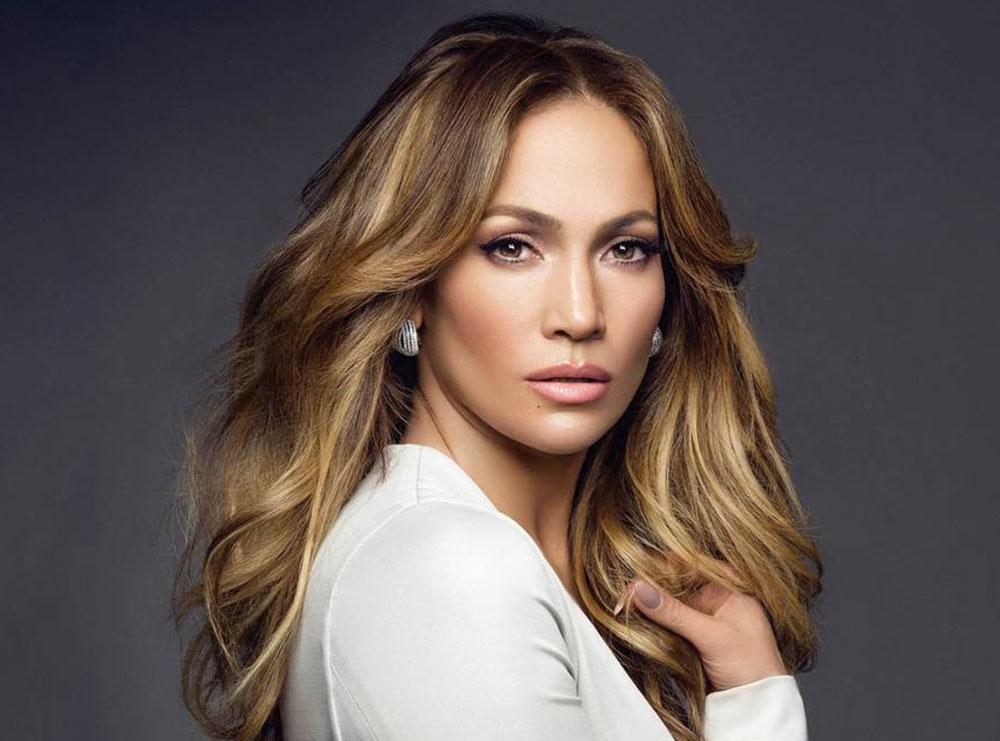 Arsyet pse Jennifer Lopez ka një lëkurë perfekte (disa rregulla që të gjitha mund t'i ndjekim)